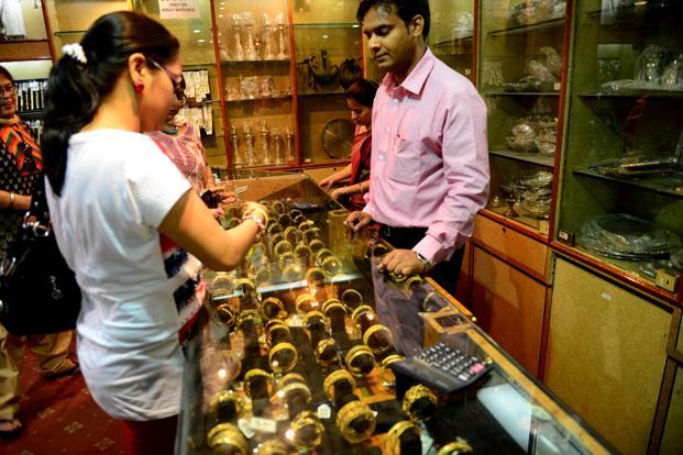 Gold-recovers-on-low-level-buying-silver-ends-lower