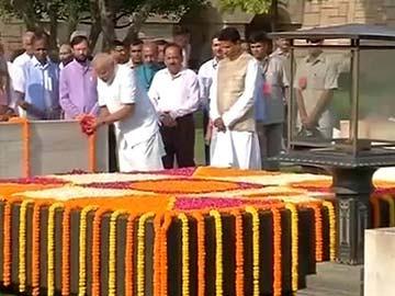 Narendra-Modi-Visits-Rajghat-Calls-on-Vajpayee