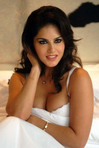 Sunny Leone to shed glam avatar for Telugu debut