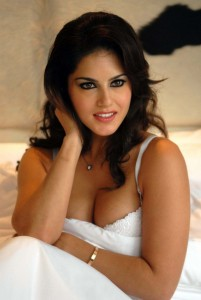 Sunny-Leone-to-shed-glam-avatar-for-Telugu-debut