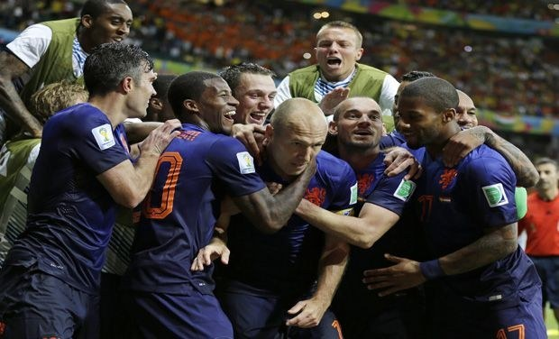 FIFA World Cup 2014: Robin Van Persie, Arjen Robben Guide Netherlands to 5-1 Win Over Spain