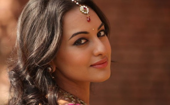 I-Have-No-Friends-in-the-Industry-says-Sonakshi-Sinha