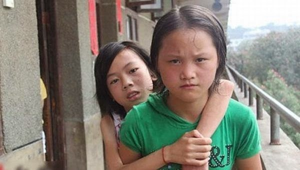 Qin-Jiao China Student Real Friend Character Carry her Polio Friend