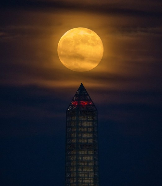 Supermoon shines brightly over Washington