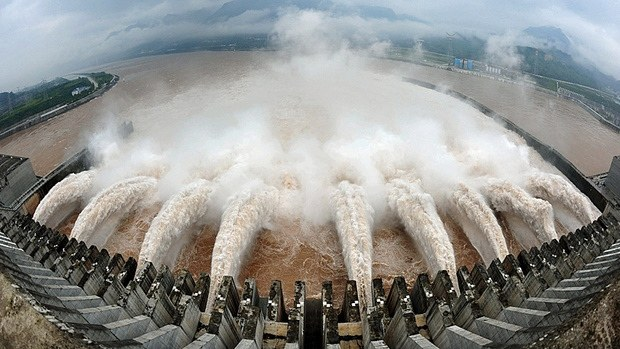 Three Gorges Dam danger may force out 100,000 people