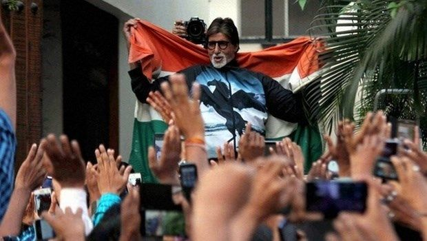 Amitabh-Abhishek-bachchan-insulting-tricolour-national-flag-case-against