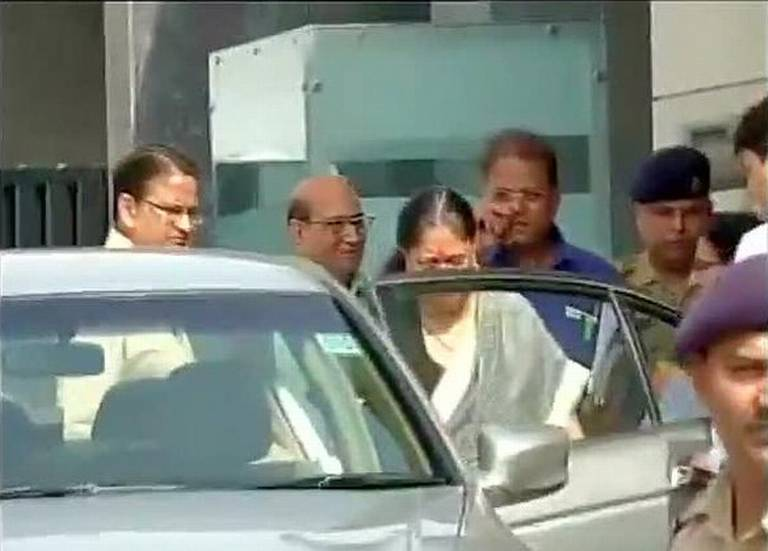 Vasundhara-Raje-Returns-From-Delhi-Without-Meeting-BJP-Leaders-Lalit-Modi-Row