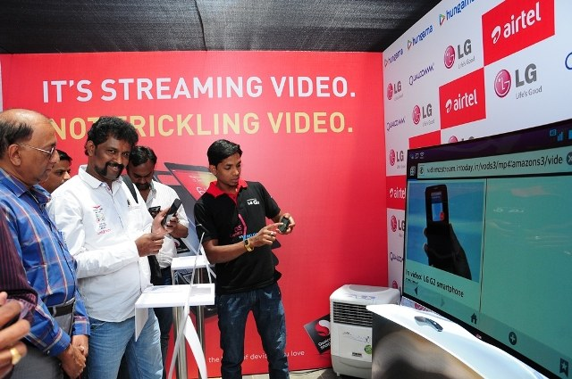 Reliance Jio jitters Telecom Bharti Airtel plans Rs 4000 a piece 4G smartphones