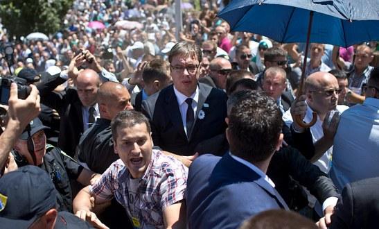 Benefits are luring false asylum-seekers to EU says Aleksandar Vučić