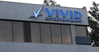 Vivid Entertainment offer medical surgery Roberto Esquivel Cabrera Which 19-inch penis