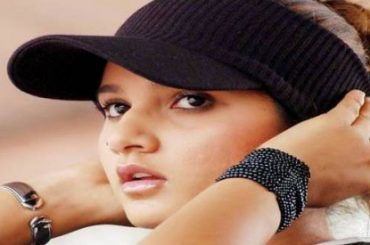 Tennis Player Sania Mirza demands chartered flight expensive make up kit to attend MP govt sports awards ceremony