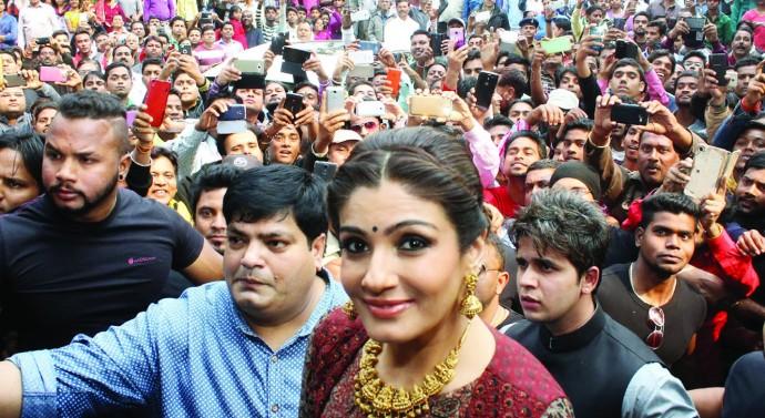 Bollywood-actress-Raveena-Tandon-impressed-by-Jharkhand-scenic-beauty