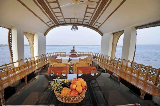 16-Incredible-Pics-You-Have-To-See-To-Believe-How-Luxurious-Kerala-Houseboats-Can-Be-On-The-Inside10