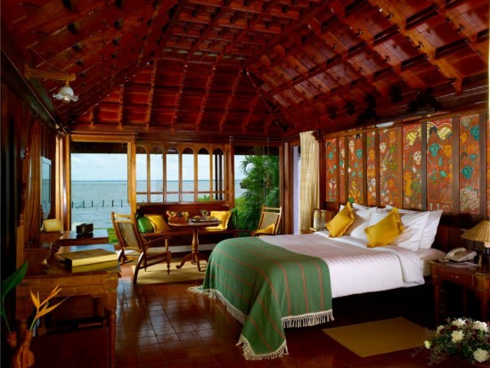 16-Incredible-Pics-You-Have-To-See-To-Believe-How-Luxurious-Kerala-Houseboats-Can-Be-On-The-Inside12