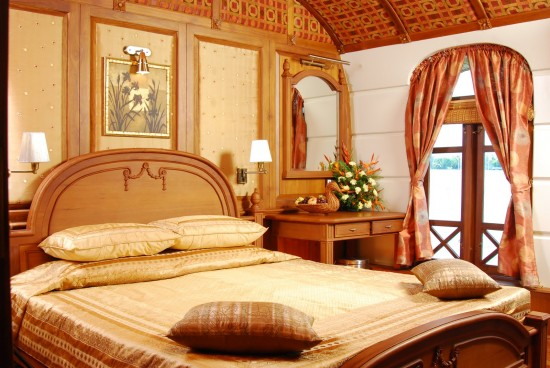 16-Incredible-Pics-You-Have-To-See-To-Believe-How-Luxurious-Kerala-Houseboats-Can-Be-On-The-Inside15