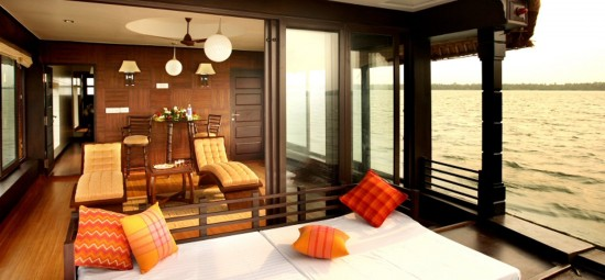 16-Incredible-Pics-You-Have-To-See-To-Believe-How-Luxurious-Kerala-Houseboats-Can-Be-On-The-Inside3