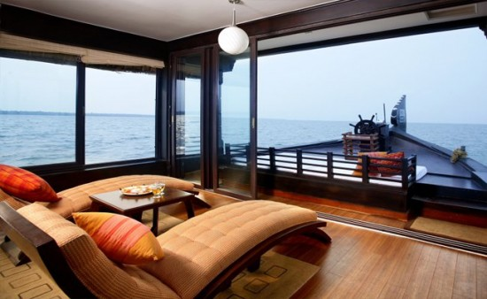 16-Incredible-Pics-You-Have-To-See-To-Believe-How-Luxurious-Kerala-Houseboats-Can-Be-On-The-Inside5