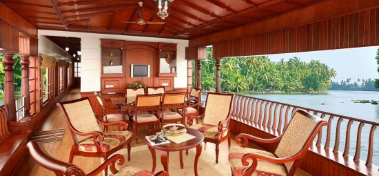 16-Incredible-Pics-You-Have-To-See-To-Believe-How-Luxurious-Kerala-Houseboats-Can-Be-On-The-Inside8