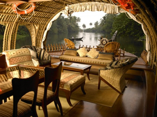 16-Incredible-Pics-You-Have-To-See-To-Believe-How-Luxurious-Kerala-Houseboats-Can-Be-On-The-Inside9