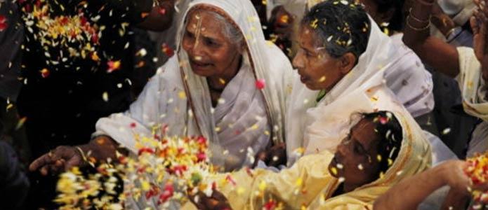 Breaking-Taboo-Gujarat-Businessman-Jitendra-Patel-Invites-18000-Widows-To-Sons-Wedding