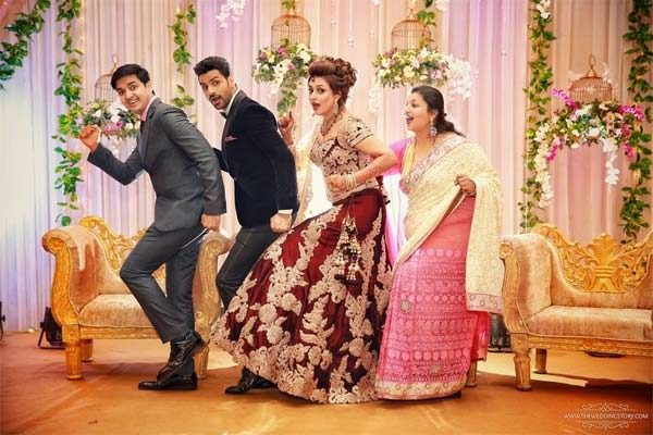 Divyanka Tripathi and Vivek Dahiya posing with their in-laws are CRAZAAY!