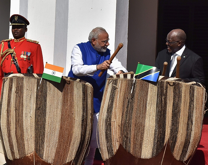 When-Modi-embraced-Africa