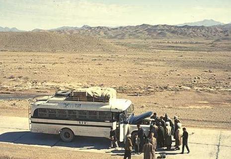 hippie-busindesert-afganistan