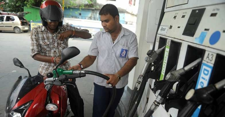 petrol pumps are not accept payment through credit and debit cards from monday